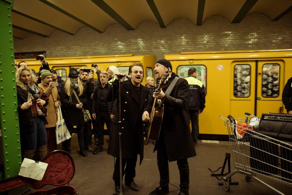 Bono und The Edge im U-Bahnhof Deutsche Oper // ©Philipp Gladsome